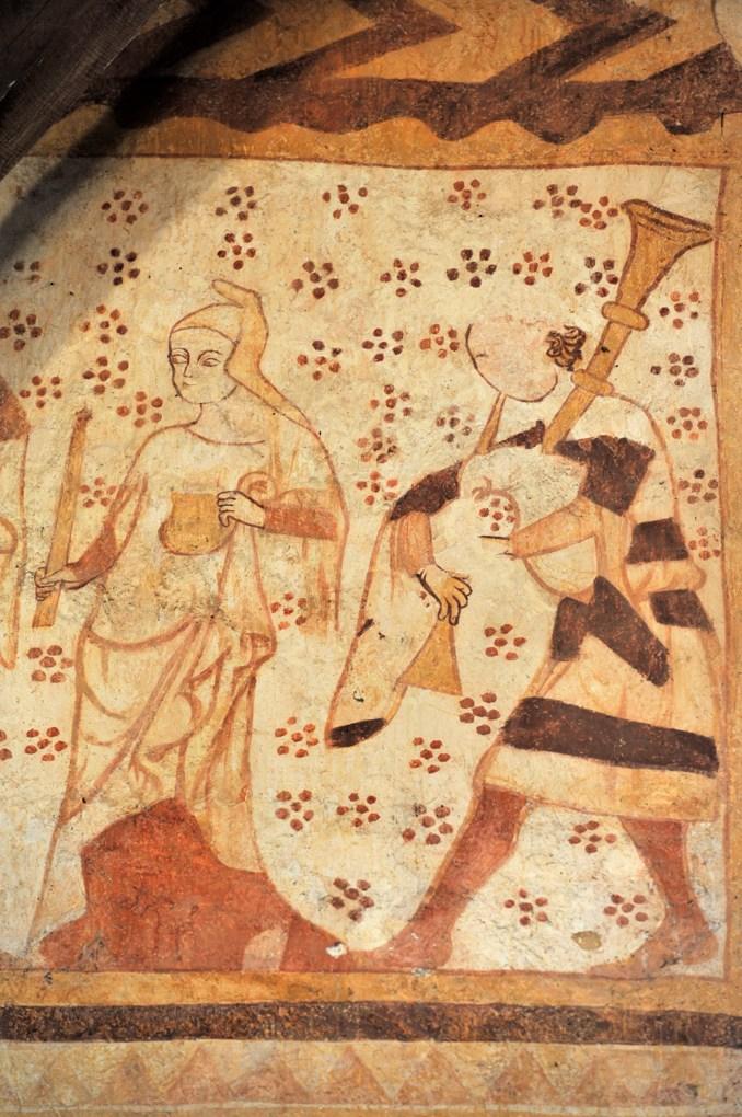 Moutiers-en-Puisaye - Eglise Saint-Pierre - Peintures murales gothiques (mur sud) - Détail d'une procession : femme et joueur de biniou (v. 1300)