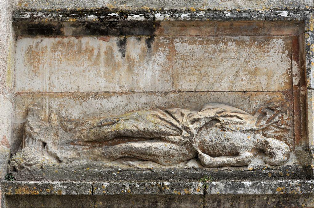 Noyers - Eglise Notre-Dame : gisant (fin du XVe siècle)