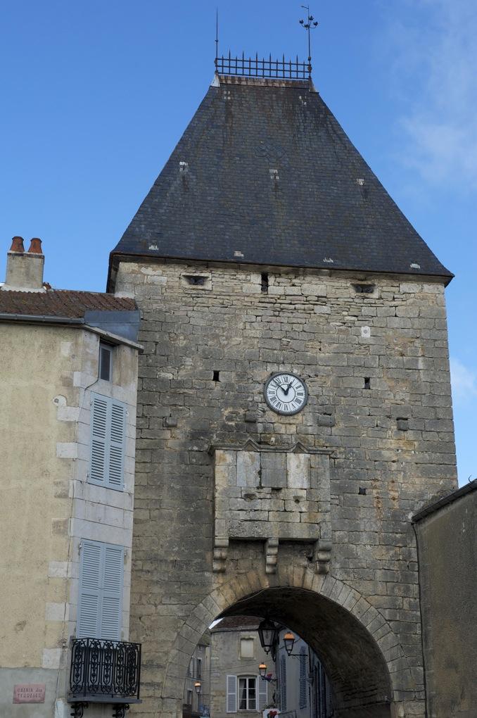 Noyers - La Porte Peinte (XIIIe siècle)