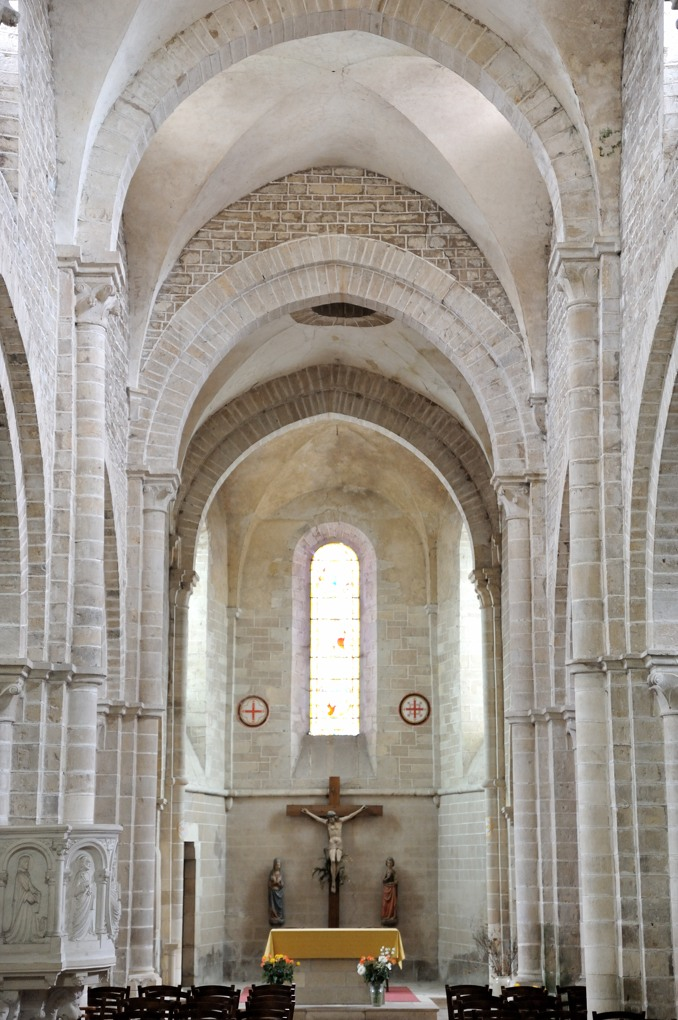 Pontaubert - Eglise de la Nativité - Le chevet plat (XIIe siècle)