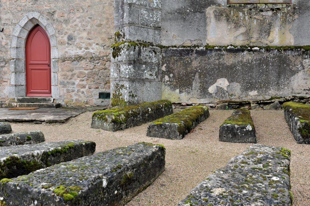 Quarré-les-Tombes - Sarcopages mérovingiens (VIe-VIIe siècle) autour de l'église Saint-Georges (XVIe-XVIIIe siècle)