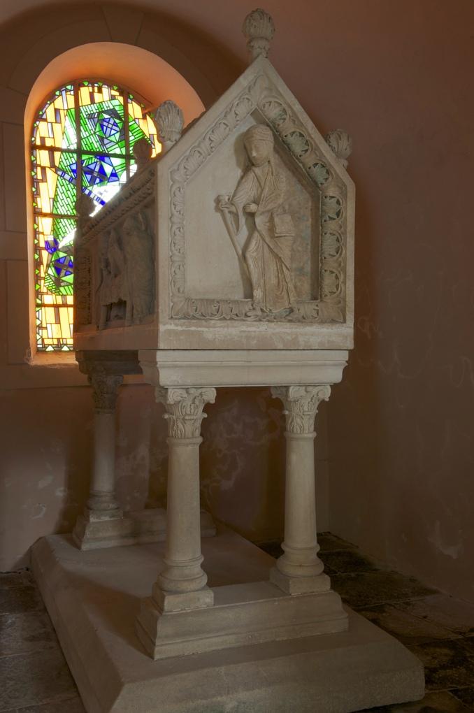 Sainte-Magnance - Eglise Sainte-Magnance - Le tombeau de la sainte (v. 1170)
