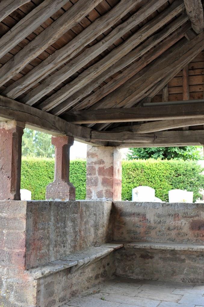 Savigny-en-Terre-Plaine - Eglise Saint-Bénigne (fin du XIIe siècle) : le porche (XVIe-XVIIe siècle ?)