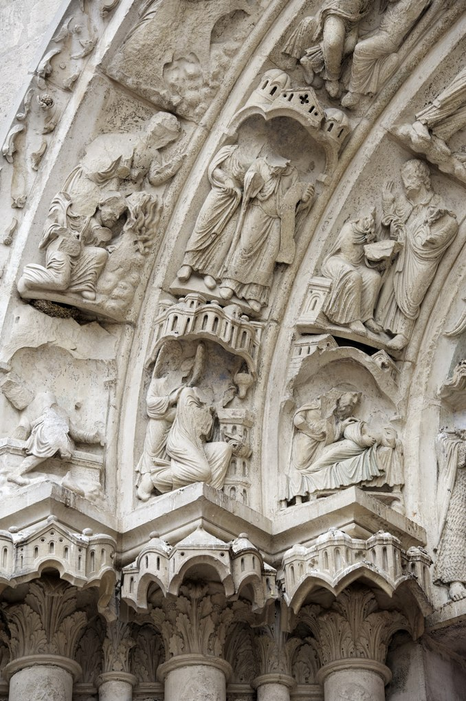 Sens - Cathédrale Saint-Etienne (XIIe-XVIe siècle) : voussure du portail de Saint-Jean-Baptiste, au nord (fin XIIe siècle)