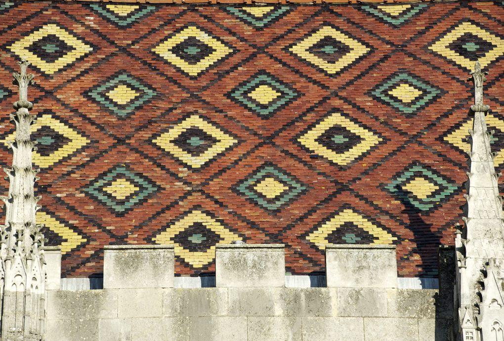 Sens - toiture de tuiles vernissées du Palais synodale (XIIIe siècle)