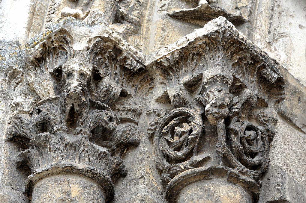 Vermenton - Eglise Notre-Dame - portail ouest : chapiteaux des ébrasements