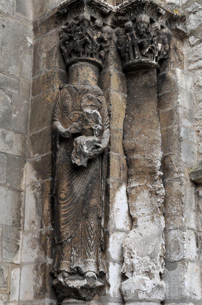 Vermenton - Eglise Notre-Dame - statue-colonne : la Vierge à l'Enfant (v. 1180)