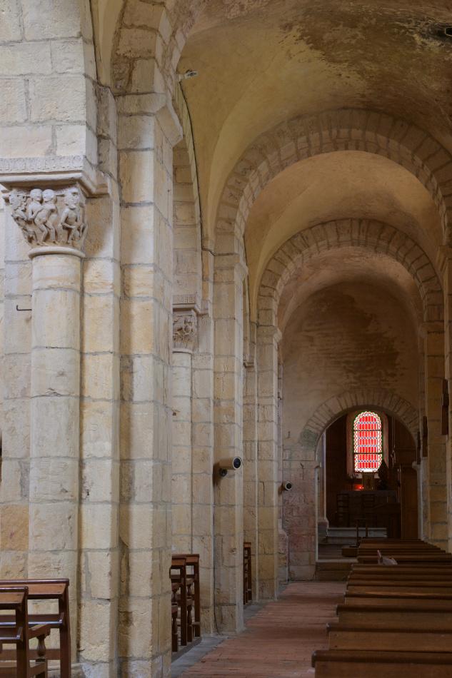 Anzy-le-Duc - Ancienne église priorale (XIe-XIIe s.) : collatéral sud de la nef