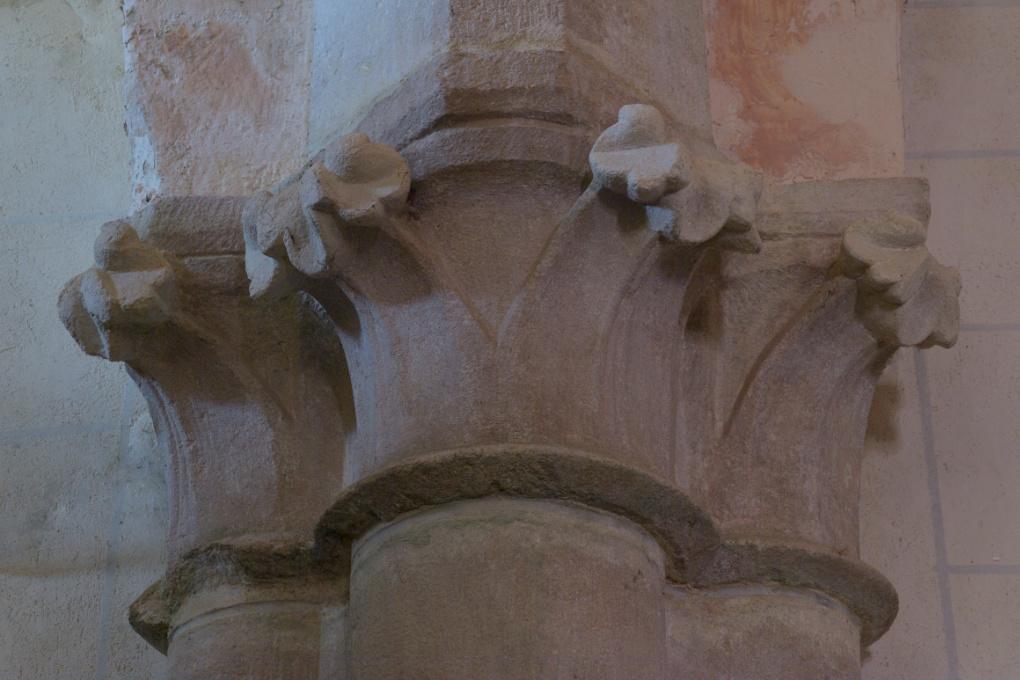 Asquins - Eglise Saint-Jacques : chapiteau gothique du collatéral nord (XIIIe siècle)