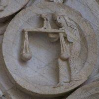 Autun - Tympan : la Balance