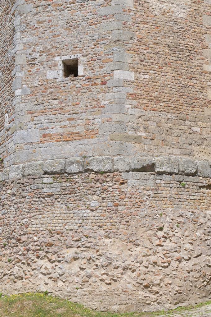 Autun - Tour des Ursulines (XIVe s.) : la base romaine