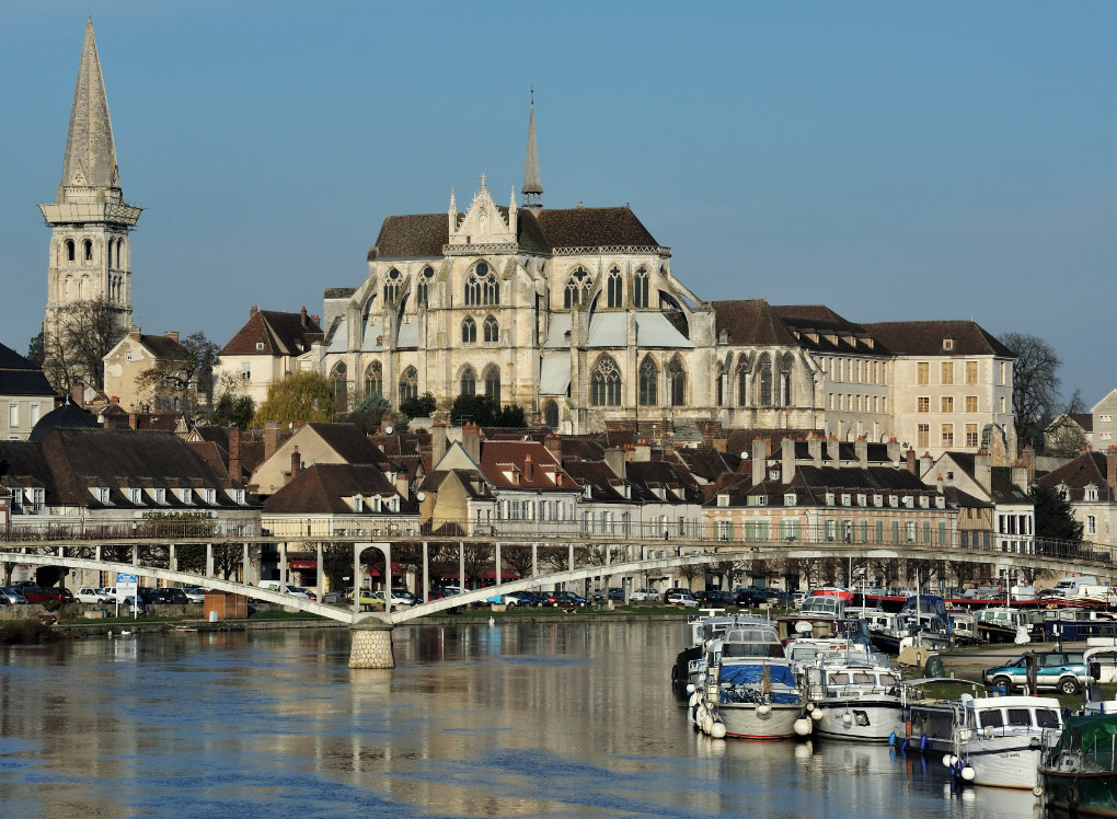Auxerre - L'abbaye Saint-Germain (VIe-XIVe siècle) surplombant l'Yonne