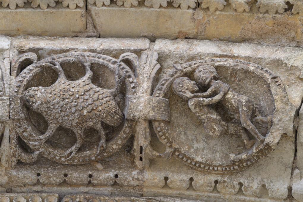 Avallon - Collégiale Saint-Lazare (XIIe s.) - Portail central : les Gémeaux et le Cancer