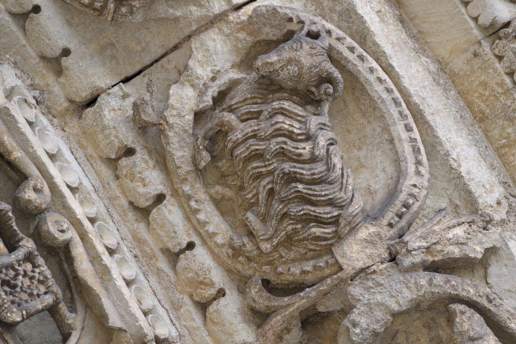 Avallon - Collégiale Saint-Lazare (XIIe s.) - Portail central : le Bélier