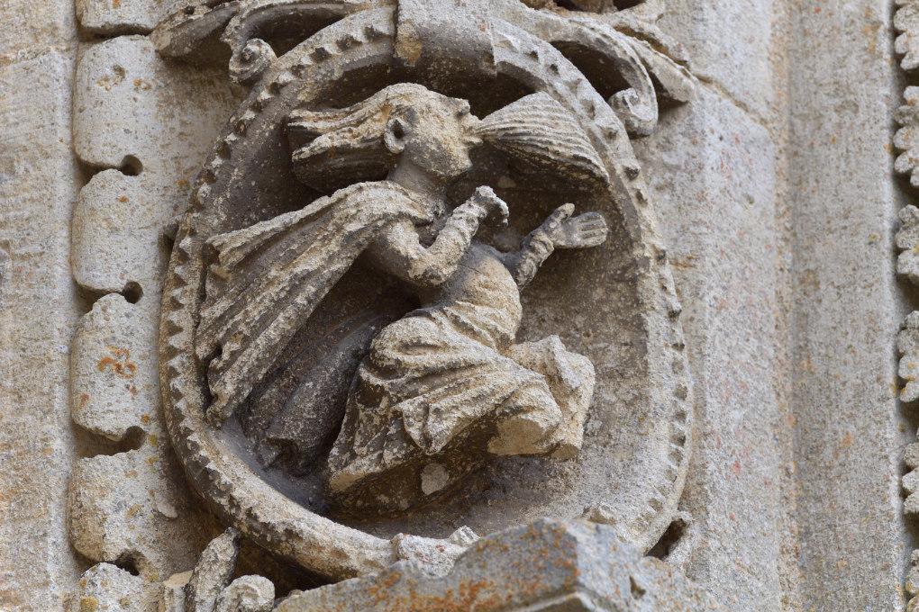 Avallon - Collégiale Saint-Lazare (XIIe s.) : le mois venteux (décembre-janvier)
