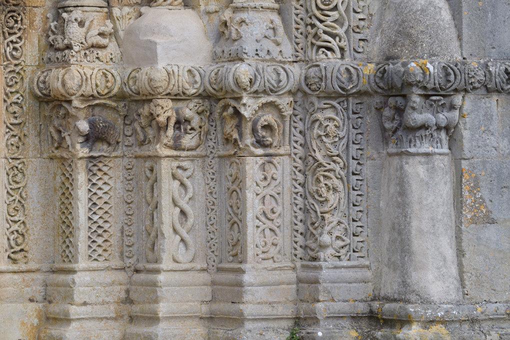Avallon - Collégiale Saint-Lazare (XIIe s.) - Portails : soubassements des piédroits