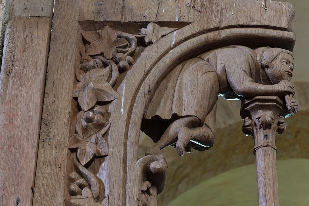 Bard-le-Régulier Bard-le-Régulier - Eglise Saint-Jean-l'Evangéliste : les stalles (XIVe s.) : décor d'un dais