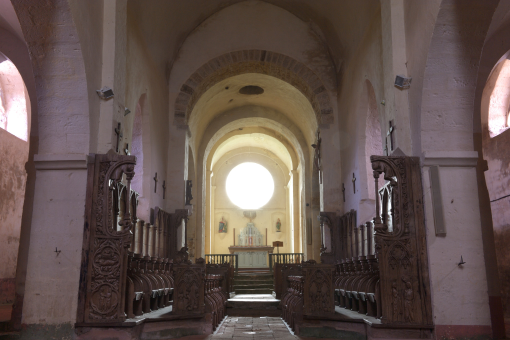 Bard-le-Régulier - Eglise Saint-Jean-l'Evangéliste : vue intérieure (XIIe s.)