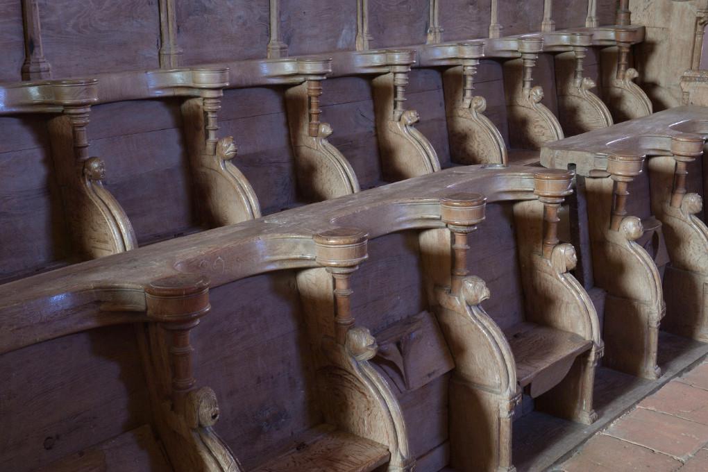 Bard-le-Régulier Bard-le-Régulier - Eglise Saint-Jean-l'Evangéliste : les stalles (XIVe s.)