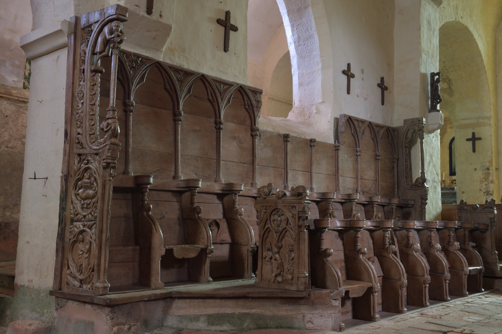 Bard-le-Régulier - Eglise Saint-Jean-l'Evangéliste : les stalles (XIVe s.)