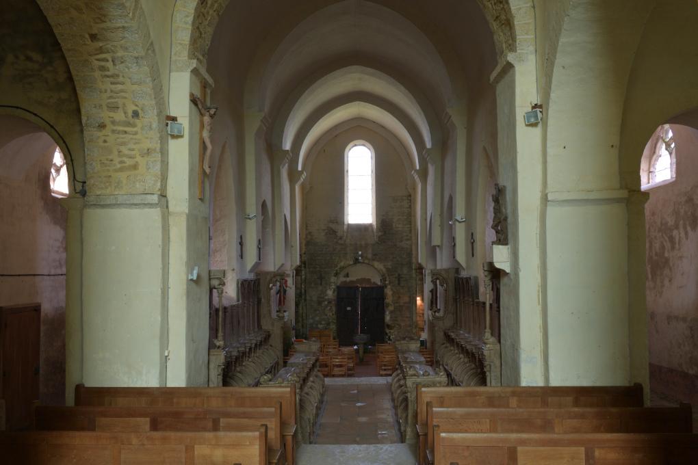 Bard-le-Régulier - Eglise Saint-Jean-l'Evangéliste : la nef (XIIe s.)