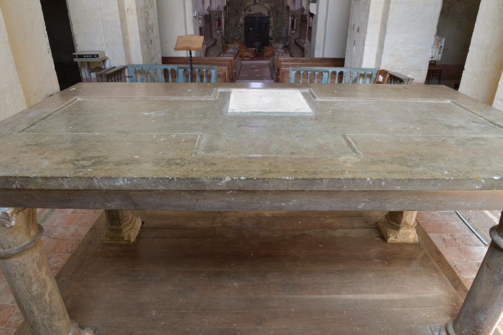 Bard-le-Régulier - Eglise saint-Jean-l'Evangéliste : autel roman (fin XIIe s.)