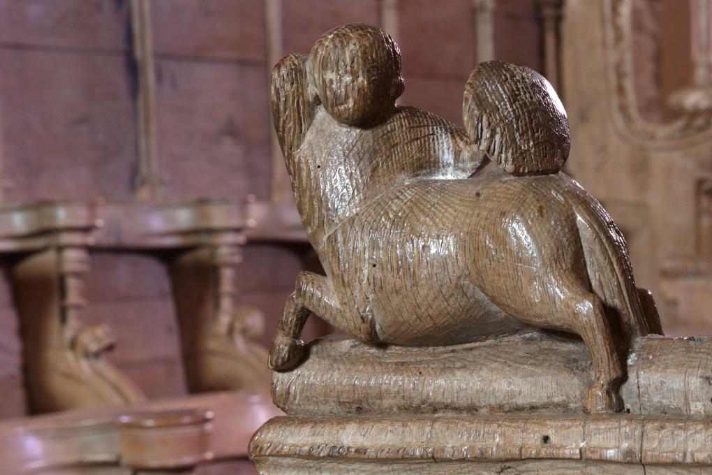 Bard-le-Régulier - Eglise Saint-Jean-l'Evangéliste - décor des stalles (XIVe s.) : centaure