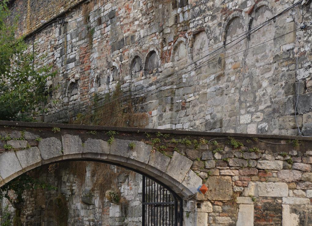Chalon-sur-Saône - Vestiges de l'abbaye Saint-Pierre (début du XIe s.), rue Donneau