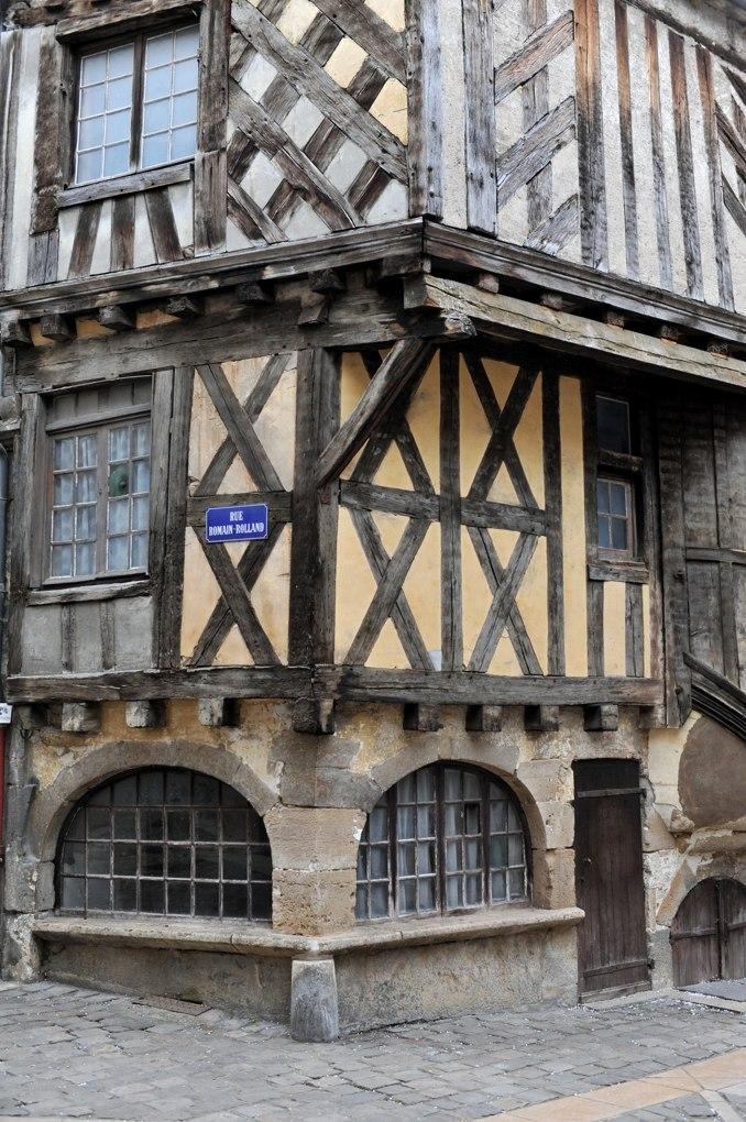 Clamecy - maison à pan de bois (XVe-XVIe siècle)