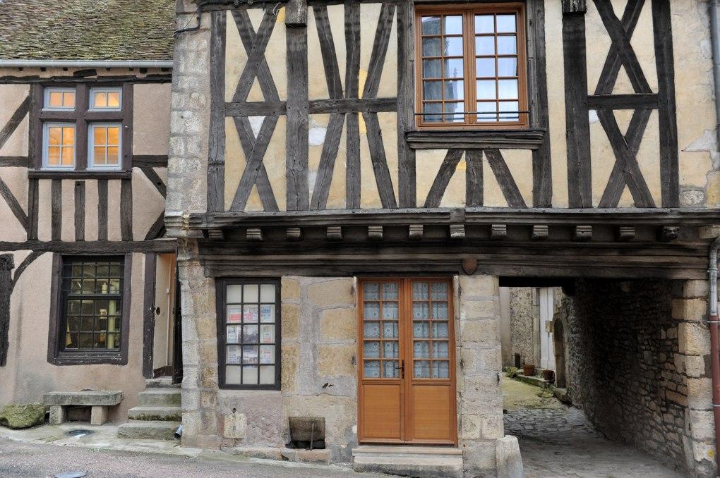 Clamecy - maison à pan de bois (XVIe siècle)