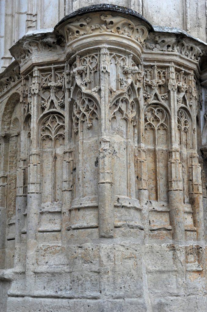 Clamecy - Collégiale Saint-Martin (XIIIe-XVIe siècle) : piédroit du portail (XVIe siècle)