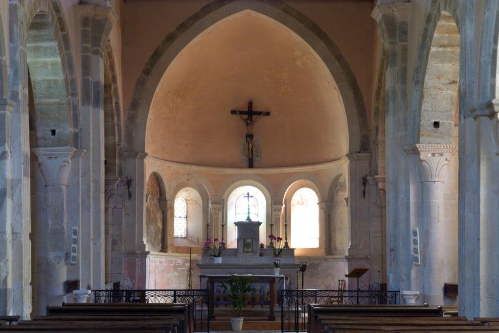 La Rochepot - L'église romane (XIIe s.) : le choeur et l'abside