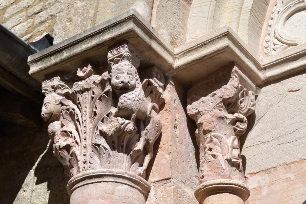 Le Villars-Eglise Saint-Pierre : chapiteaux du portail de la nef conventuelle (XIIe s.)