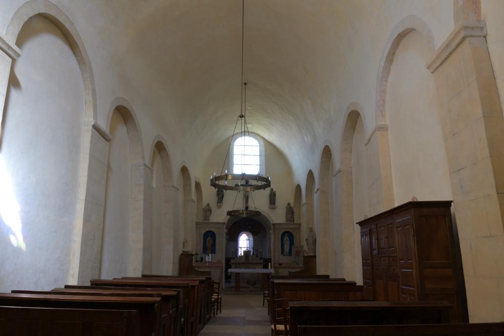 Le Villars-Eglise Saint-Pierre : nef paroissiale (XIe s. pour les 4 travées est et XIIe s. pour les travées ouest)