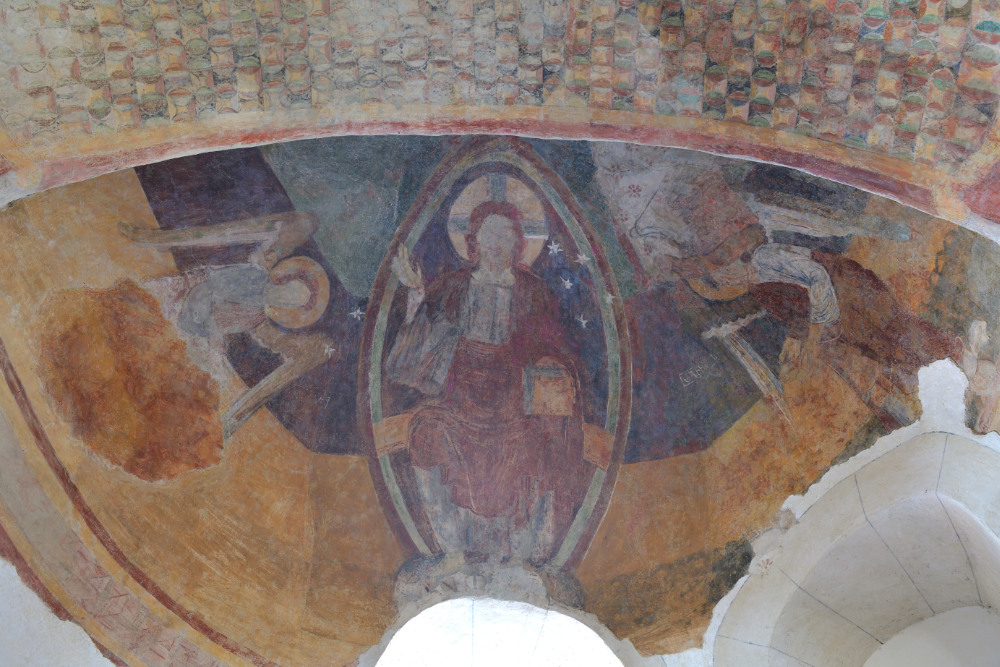 Le Villars-Eglise Saint-Pierre-peinture murale de l'abside : le Christ en majesté (début XIIe s.)