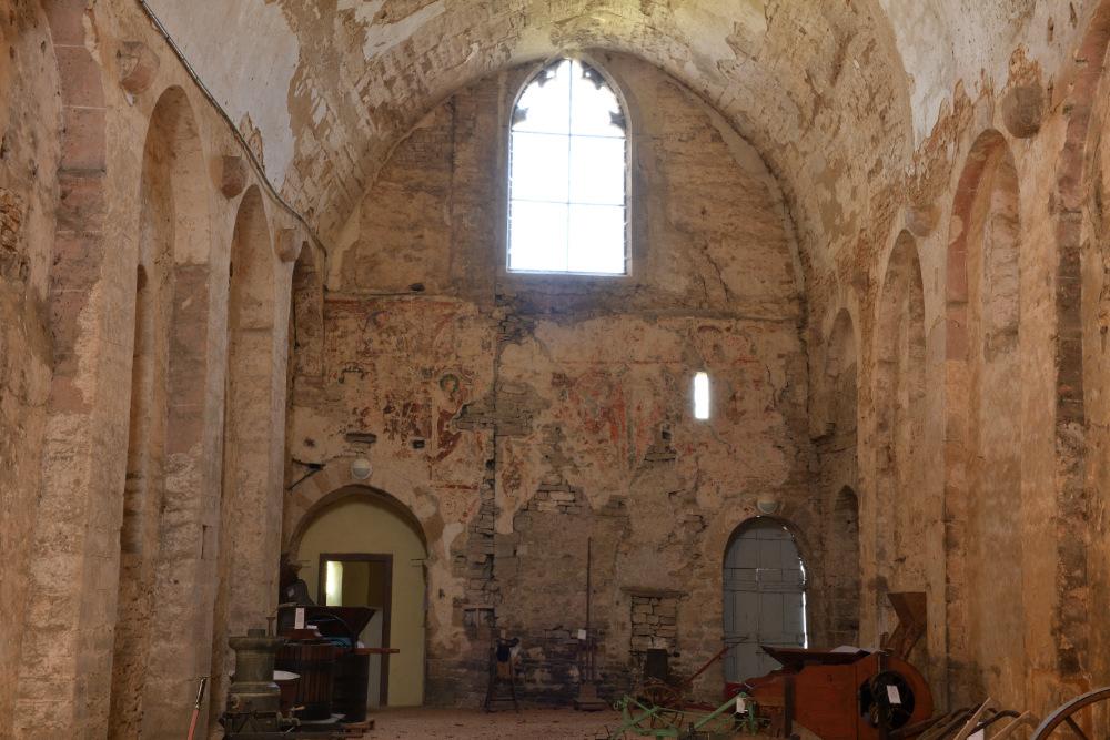 Le Villars-Eglise saint-Pierre : nef conventuelle (milieu XIIe s.)