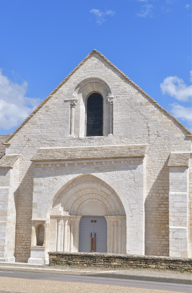 Meursault - Léproserie de l'Hôpital-de-Meursault (XIIIe s.) : portail et façade