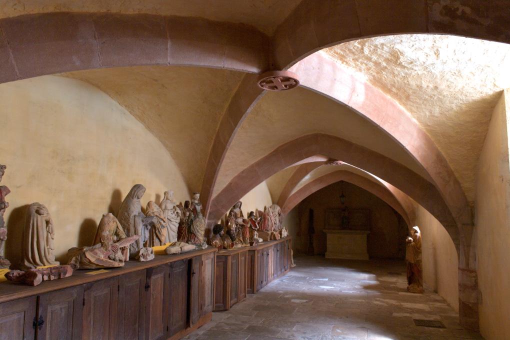 Moulins-Engilbert - Eglise Saint-Jean-Baptiste (XIVe-XVIe s.) : la crypte du XIVe s.