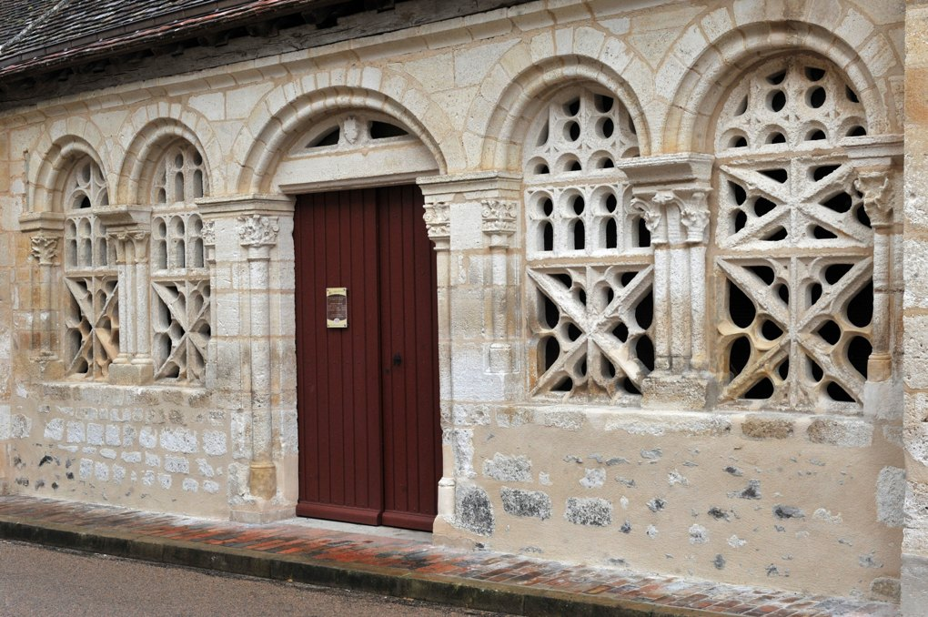 Moutiers-en-Puisaye - Narthex de l'église (XIIIe siècle, avec claustras du XVe ou début XVIe siècle)