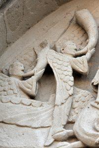 Neuilly-en-Donjon - Eglise Sainte-Marie-Madeleine (XIIe s.) : le tympan (v. 1150)