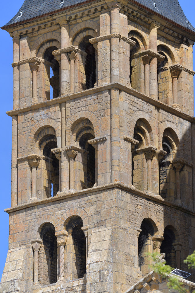 Paray-le-Monial-Basilique : tour nord (XIIe s.)
