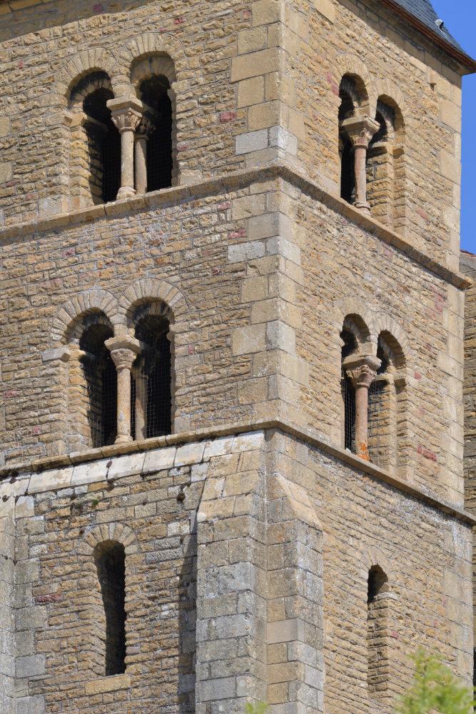 Paray-le-Monial-Basilique : tour sud (XIe s.)