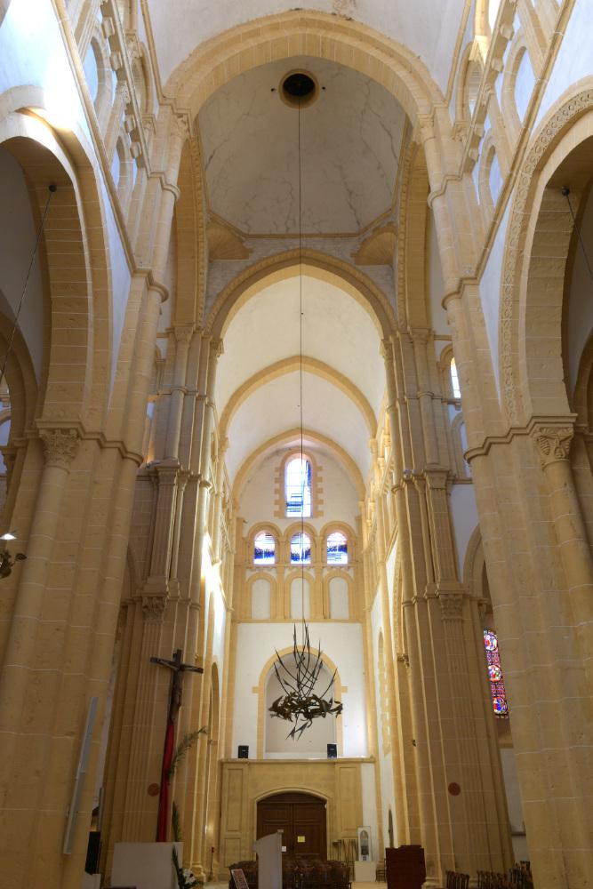 Paray-le-Monial-Basilique : bras sud du transept et croisée (XIIe s.)