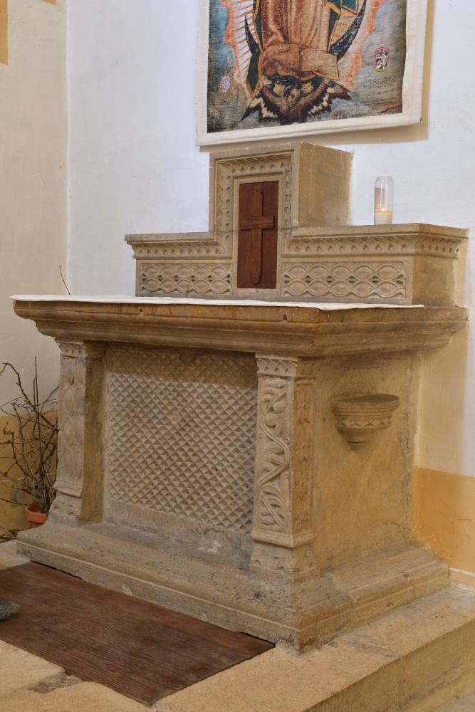 Paray-le-Monial - Basilique : autel roman (XIIe s.)