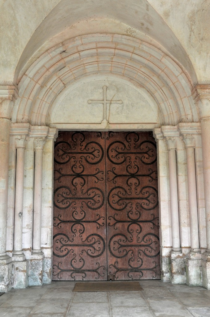 Pontigny - Abbatiale : le portail de la nef (v. 1150)