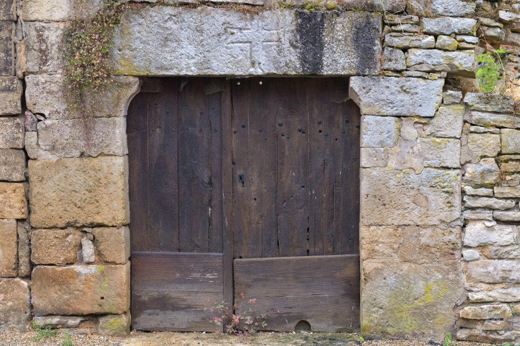 Rougemont - Porte et linteau (XIIIe s.)