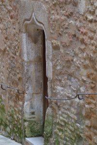 Saint-Gengoux-le-National - Portail gothique tardif avec linteau en accolade d'une maison civile