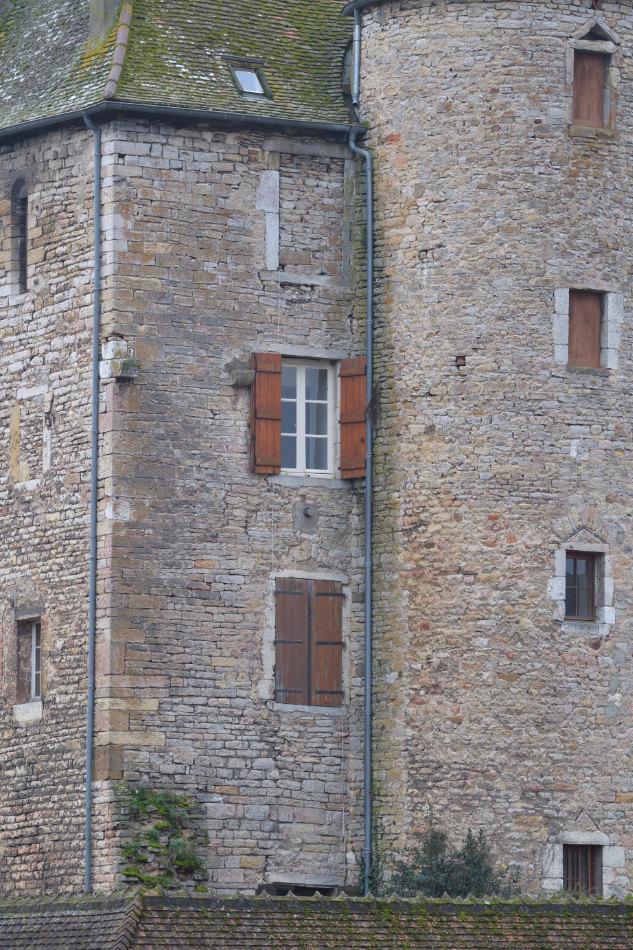 Saint-Gengoux-le-National - Dojon du château établi par Philippe-Auguste en 1206 (la tourelle abritant l'escalier à vis est plus tardive)