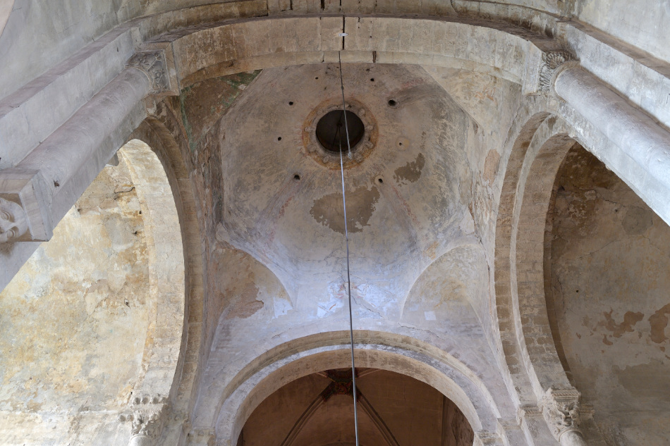 Saint-Gengoux-le-National - Eglise Saint-Gengoux (XIIe-XVIe-XVIIIe s.) : coupole romane de la croisée du transept (v. 1120)