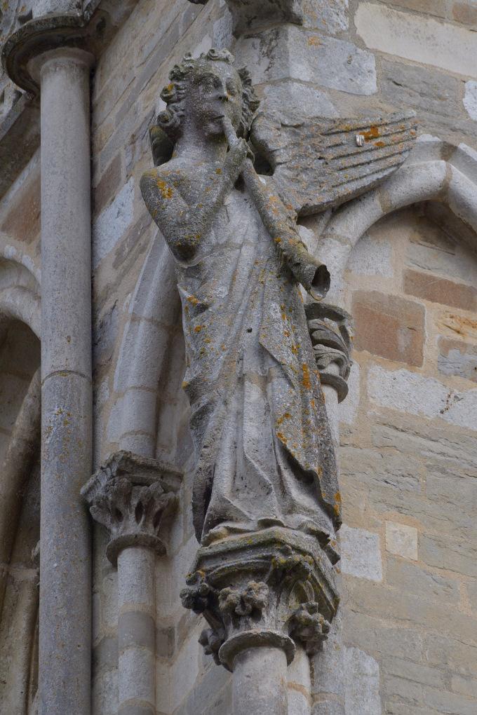 Saint-Père-sous-Vézelay - Eglise Notre-Dame : l'Ange à la Trompette (v. 1265)